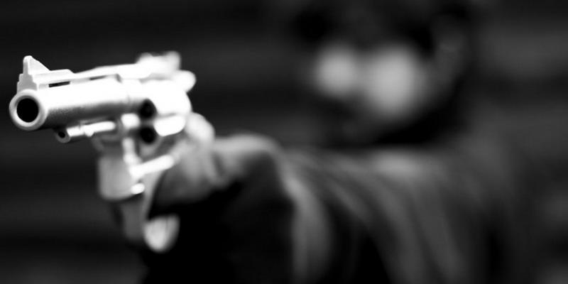 Asaltan a dos menores a mano armada en el Poli 1