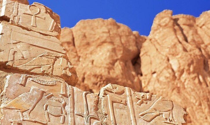 FOTOS: Hallan en Egipto un conjunto de herramientas rituales en el lugar de un templo antiguo