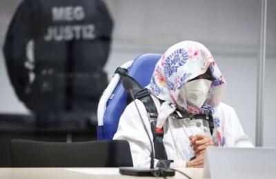 Tras fugarse del geriátrico en el que vive y con la cara tapada, compareció la alemana de 96 años acusada de complicidad en los crímenes del nazismo