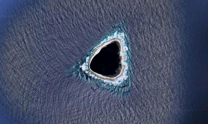 Internautas encuentran un 'agujero negro' en medio del océano en Google Maps